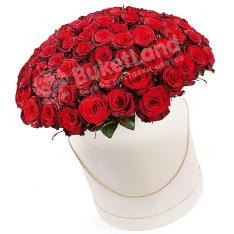101 красная роза в шляпной коробке фото