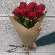 11 красных роз Гран При 60 см фото