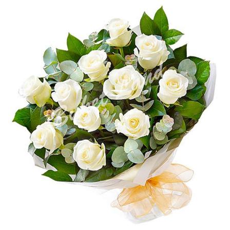 13 белых роз Аваланч 60 см