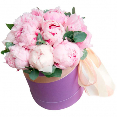 19 mix of peonies in a hat box photo