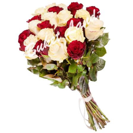 21 роза микс «красно-белая» 60 см