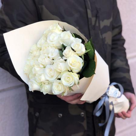 25 белых роз 50 см фото