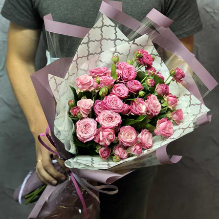 9 кустовых роз Бомбастик фото