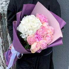 Букет цветов  из гортензий и пионов фото