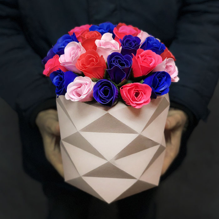 Bouquet in a hat box of soap roses | size M photo