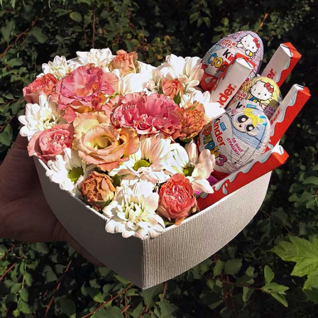 Box with flowers and sweets in the form of heart | size M photo