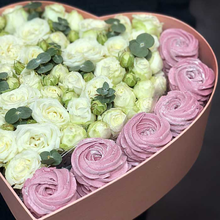 "Box with roses and marshmallow ""Sweet Aperitif"" photo"