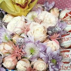 Коробочка з квітами і цукерками «Сад Едему» фото