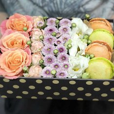 "Box with flowers and macaroons ""Grace"" photo"