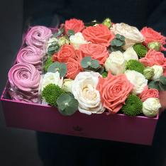 Коробочка з квітами і зефіром «Ласунка» фото