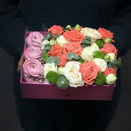 "Box with flowers and marshmallow ""Sweet tooth"" photo"