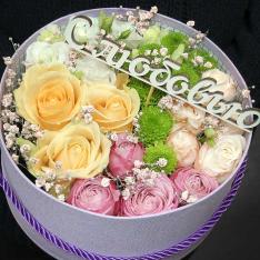 Кругла коробка з квітами «Сумую» фото