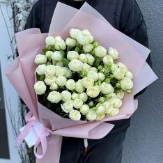 Букет из 11 пионовидных кустовых роз фото