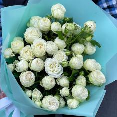 Букет из 5 пионовидных кустовых роз фото