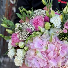 """Flowers in a hat box """"Queen of Summer"""" photo"""