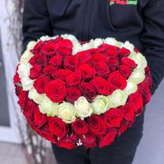 Композиция в коробке «От сердца к сердцу»   фото