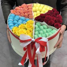 Коробка с цветами и макарунами «Радуга» фото