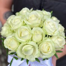 21 белая роза в шляпной коробке фото