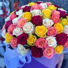 51 роза микс в шляпной коробке (4 цвета) фото
