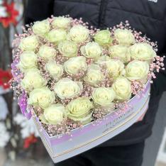 Сердце с эквадорскими розами «Взбитые сливки» фото