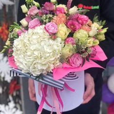 Цветы в шляпной коробке «Магия чувств» фото