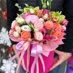 Цветы в шляпной коробке «Наоми» фото