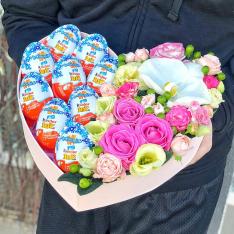 Сердце с цветами и киндерами «Сицилия» фото