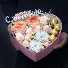 Сердце с цветами и конфетами «Валентинка» фото