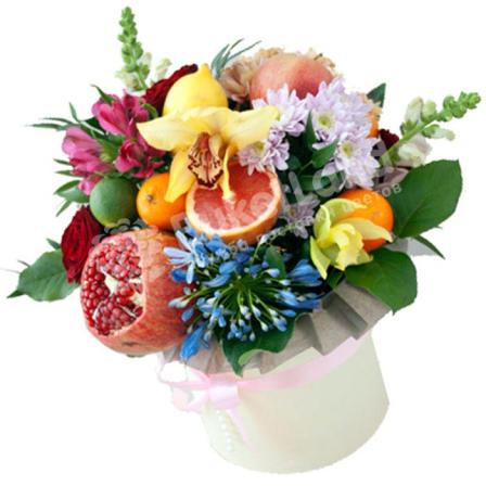 Шляпная коробка с цветами и фруктами «Фейверк» | размер XL фото