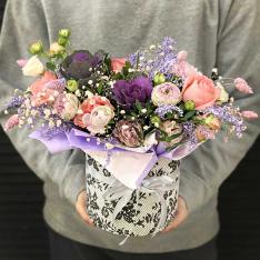 Цветы в коробке «Секрет чародейки» фото