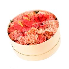 Цветы в коробке «Сладость» фото