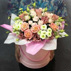 Цветы в шляпной коробке «Чико»   фото