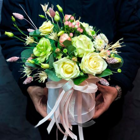 Цветы в шляпной коробке «Красивый обычай» фото