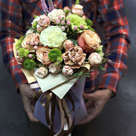 Цветы в шляпной коробке «Лики любви» фото