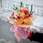 Квіти в шляпной коробці «Незнайомка» фото