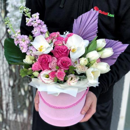 Цветы в шляпной коробке  «Озерный край» фото