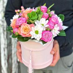 Цветы в шляпной коробке  «Соблазн» фото