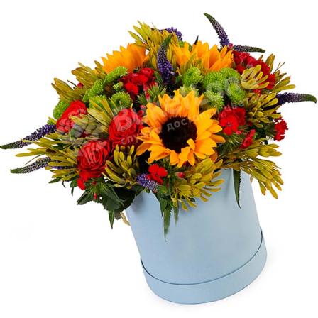 Цветы в шляпной коробке «Солнце на ладони» фото