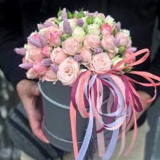 Цветы в шляпной коробке «Цветочный блюз» фото
