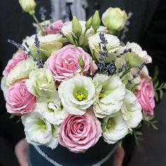 Цветы в шляпной коробке «Утонченность» фото