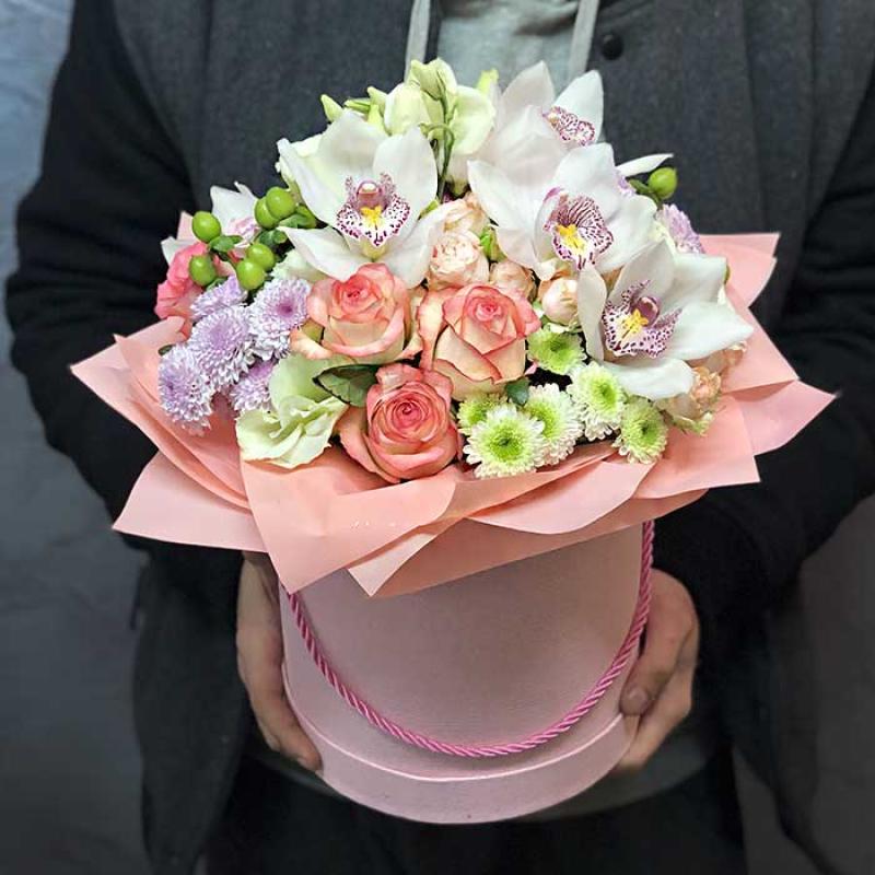 Цветы в шляпной коробке «Время любить» - купить с доставкой в Киев