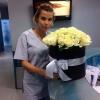 51 белая роза в шляпной коробке фото