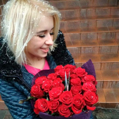 21 красная роза Гран При 60 см фото