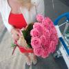 31 розовая роза Аква 60 см фото
