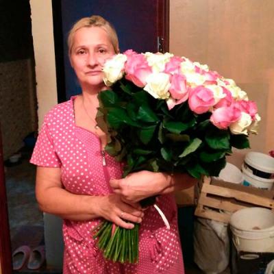 101 роза микс «бело-розовая» 60 см фото