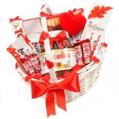 Подарочная корзина «Сладкоежка» фото