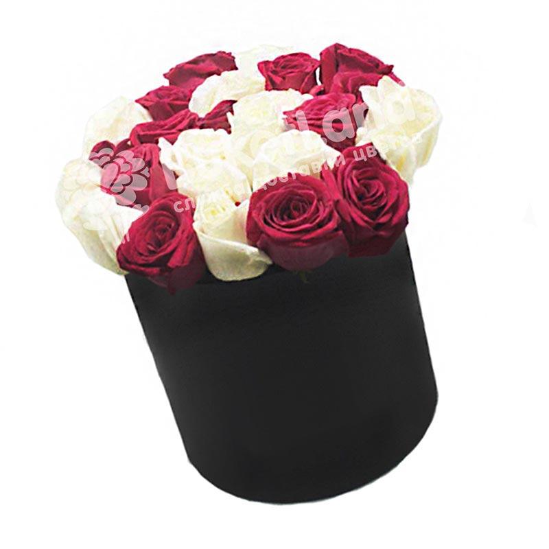 21 роза микс в шляпной коробке