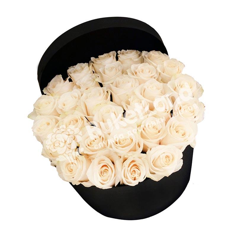 31 белая роза в шляпной коробке