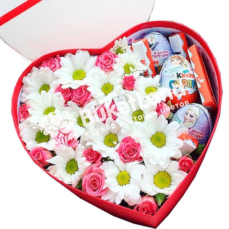 Коробка с цветами и сладостями в виде сердца | размер М