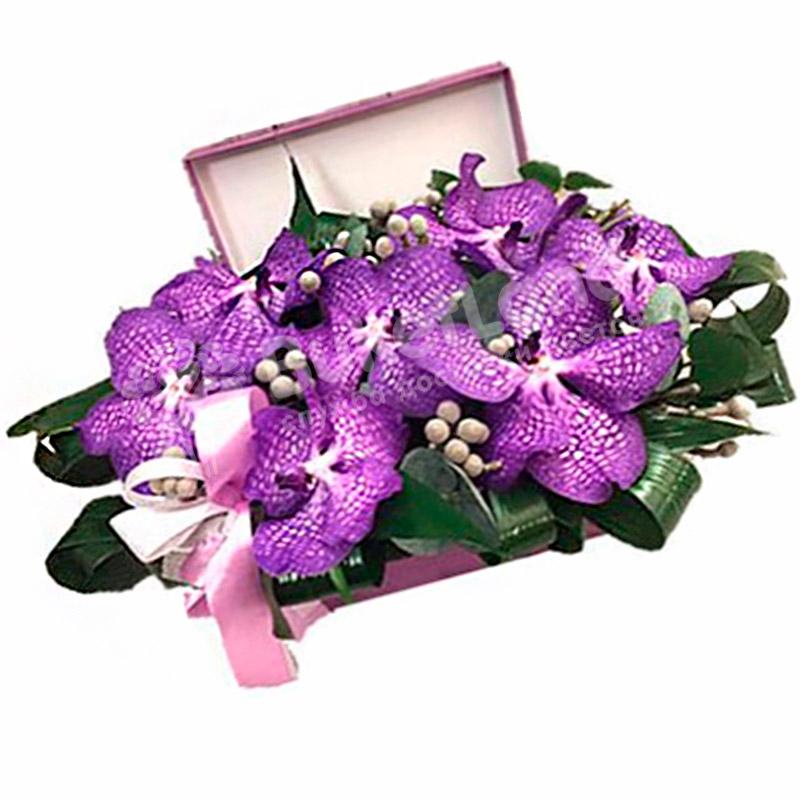 Цветы в коробке «Черничные ночи»